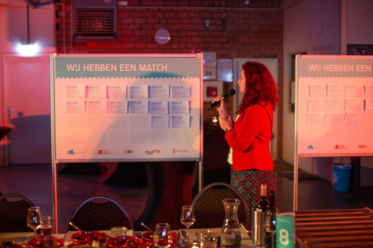 City counsel member creating a match, © Samen voor Eindhoven